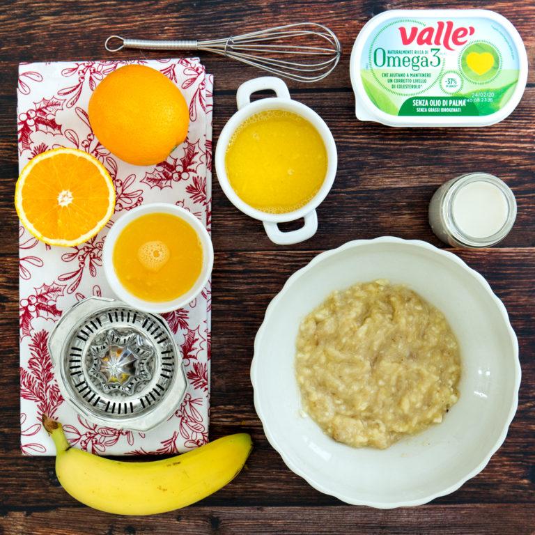 Spremere il succo di arancia e schiacciare la banana in una ciotola nel mentre sciogliere Vallé Omega3 a bagnomaria. Con delle fruste mescolare tutti gli ingredienti con la bevanda vegetale a base di avena.