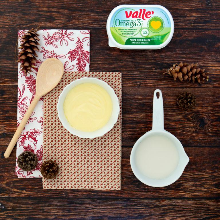 Sciogliere Vallé Omega3 a bagnomaria e unire la bevanda vegetale di mandorla.