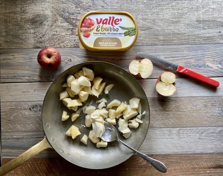 Nel frattempo far rosolare dolcemente le mele con il cucchiaio di Vallé&Burro, fino a quando perdono il loro succo (10 minuti circa)