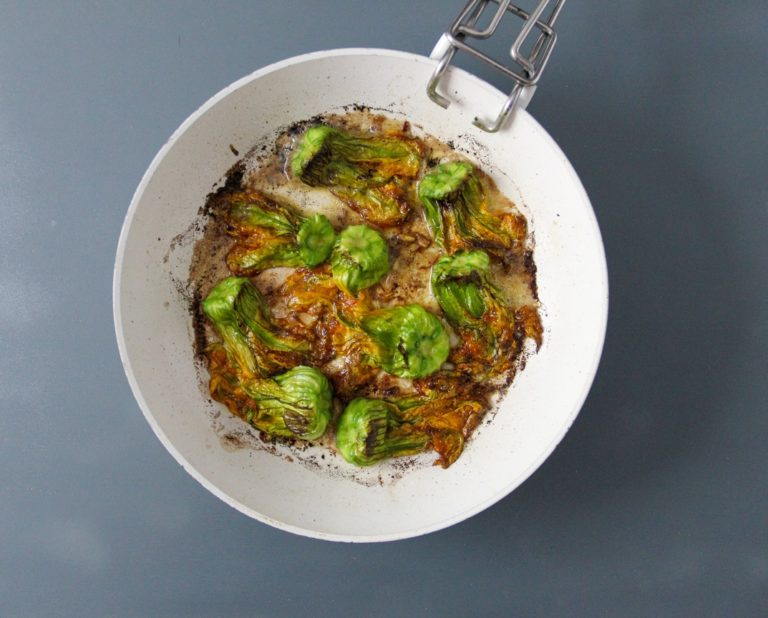 Rombo in padella, crema di zucchine e fiori di zucca brasati - Step 1