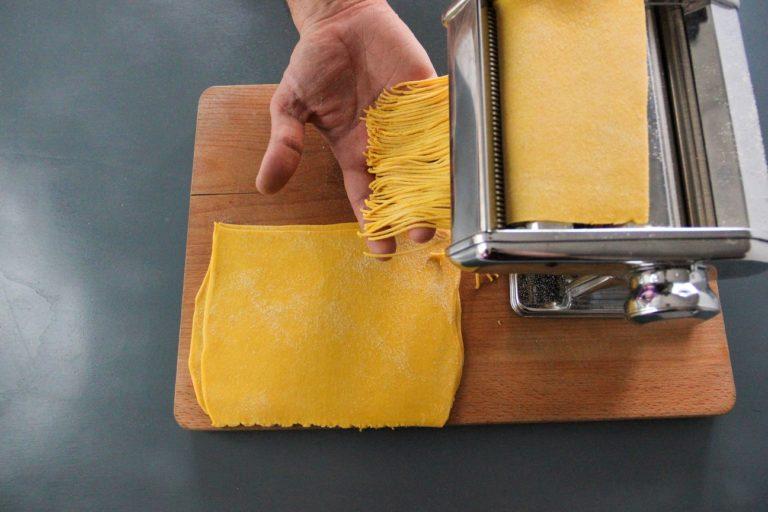 Tagliolini di pasta fresca, cozze, zafferano ed erba cipollina - Step 3