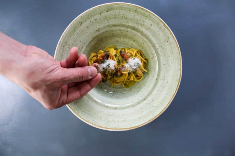 Tagliolini di pasta fresca, cozze, zafferano ed erba cipollina - Step 8