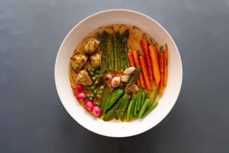 Aggiungere la salsa carpione calda e cuocere per un minuto