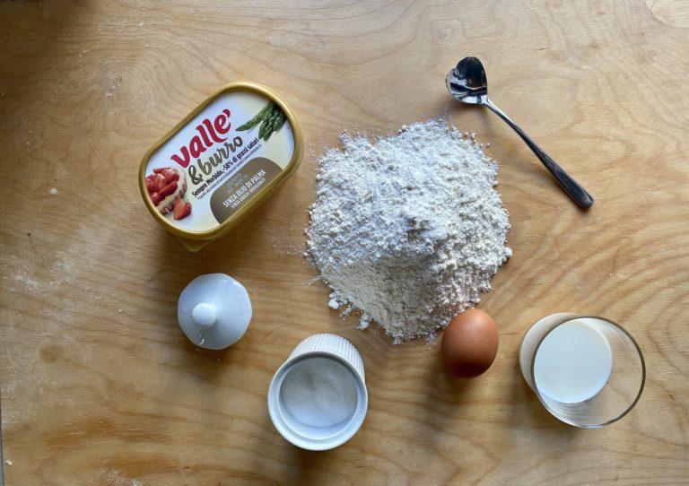 In una ciotola versare tutti gli ingredienti