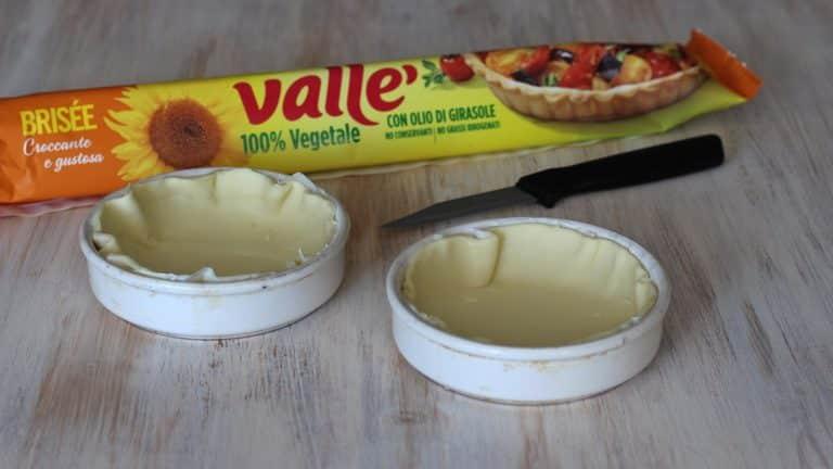 Stendere su un ripiano la pasta brisè Vallé