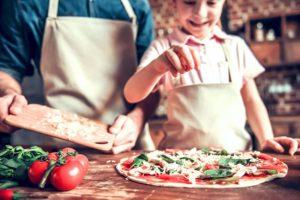 Come fare pizza e focaccia con bambini