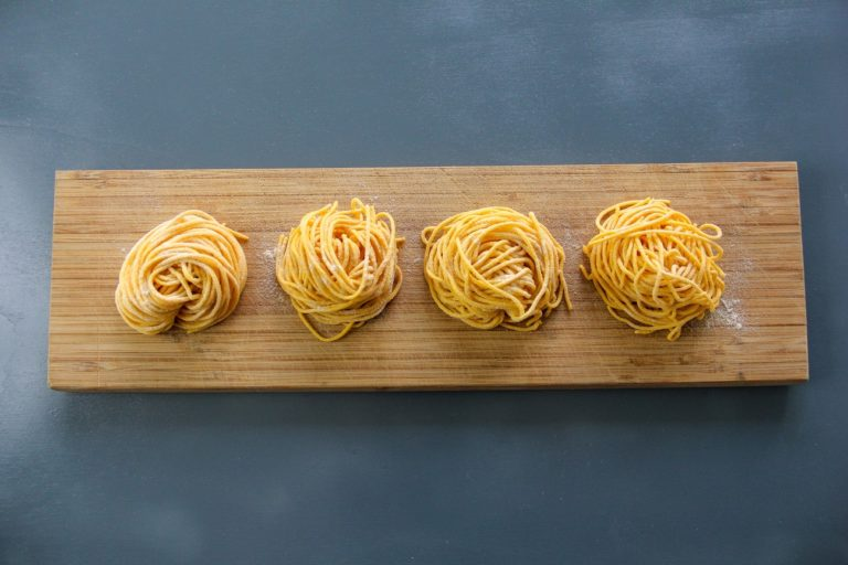 Tagliolini di pasta fresca, cozze, zafferano ed erba cipollina - Step 4