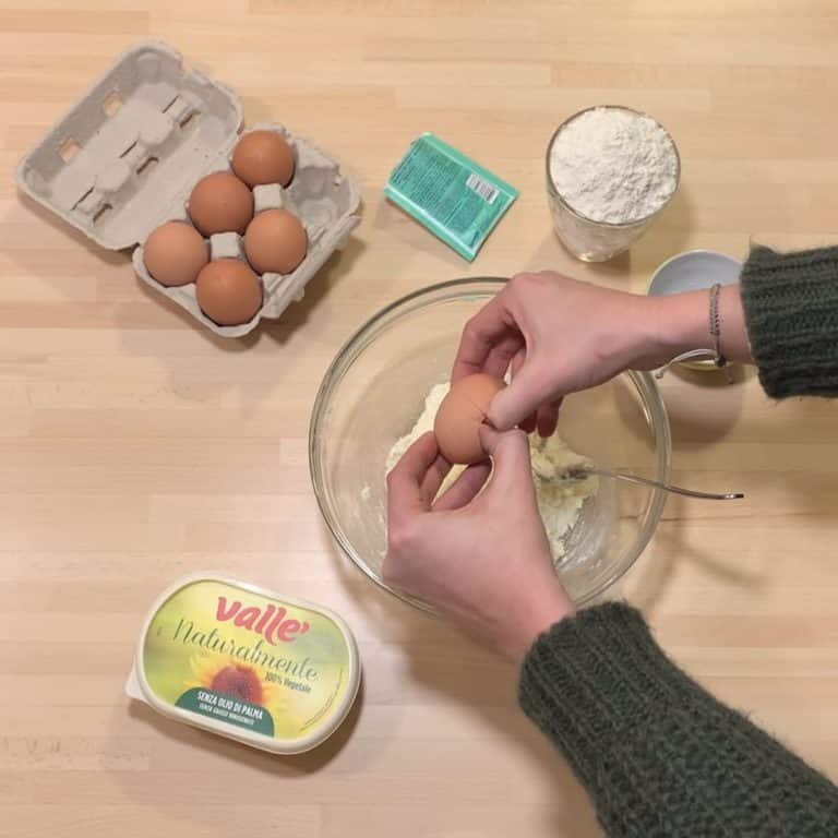 Uniamo le uova e amalgamare bene con una forchetta