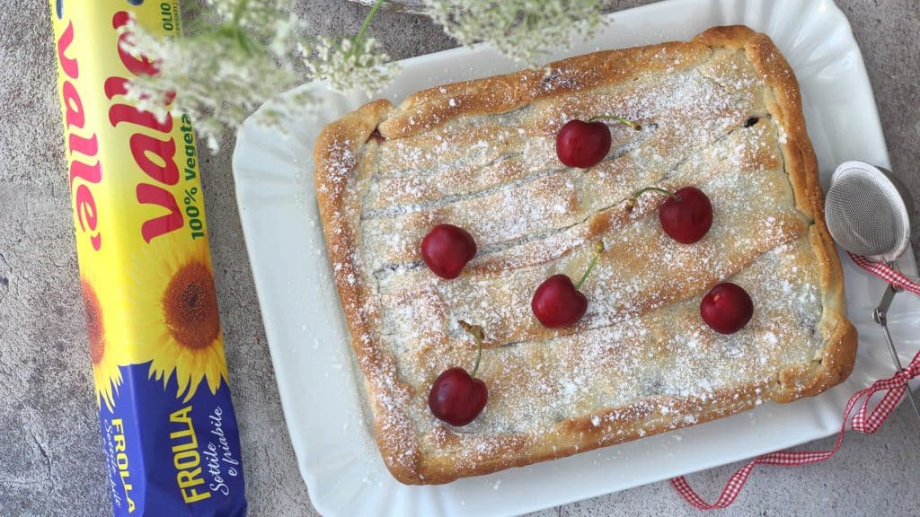 Torta scendiletto alle ciliegie