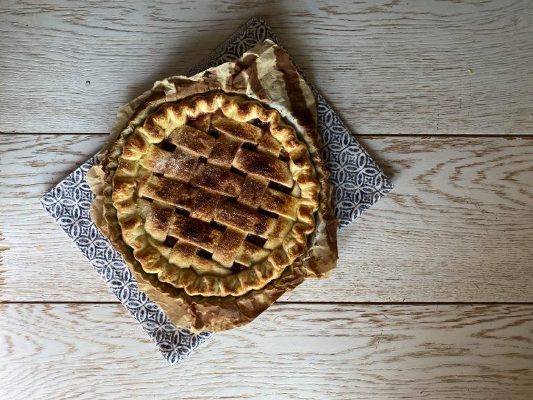 Cuocere a 180° fino a quando la superficie sarà dorata e spargere lo zucchero caramellato