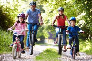 bicicletta e bambini famiglia
