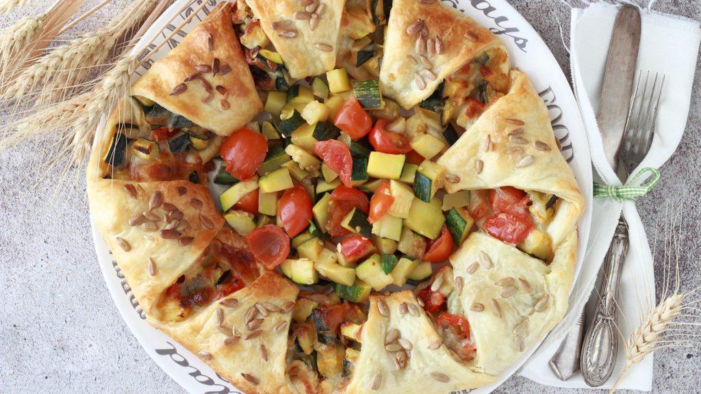 Ciambella salata di sfoglia con verdure